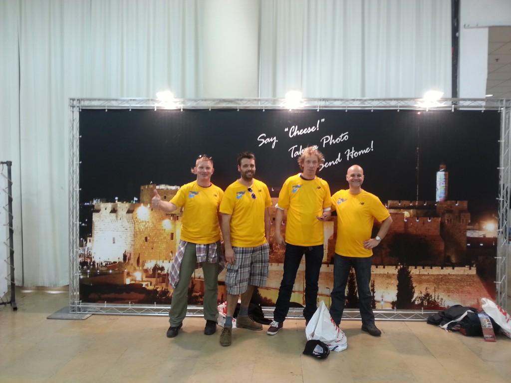 De mannen in hun Jerusalem-shirt