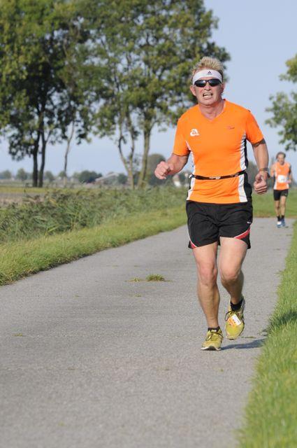 Na ongeveer 8 kilometer. Op de achtergrond John. Foto: Martin de Jonge