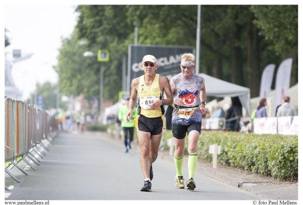 Doorkomst 30 kilometer. Ingehaald door Alain Grasset. Foto: Paul Mellens
