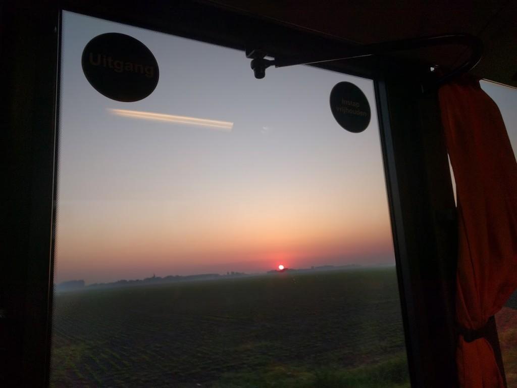 De zon komt op.